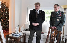 General Petraeus and artist  Igor Babailov